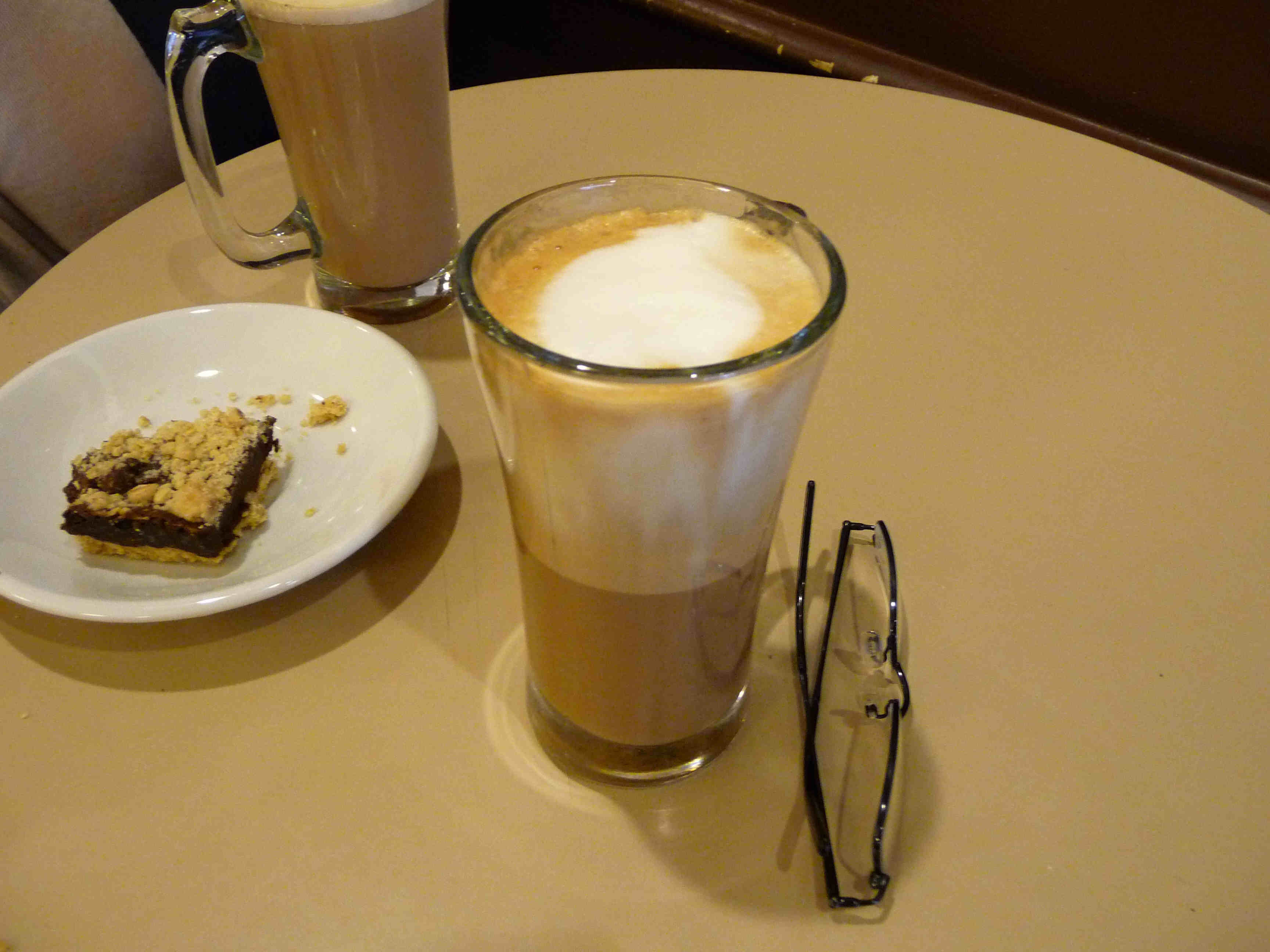 This glass produced a nice cross-section of a cappuccino, but was otherwise worthless.