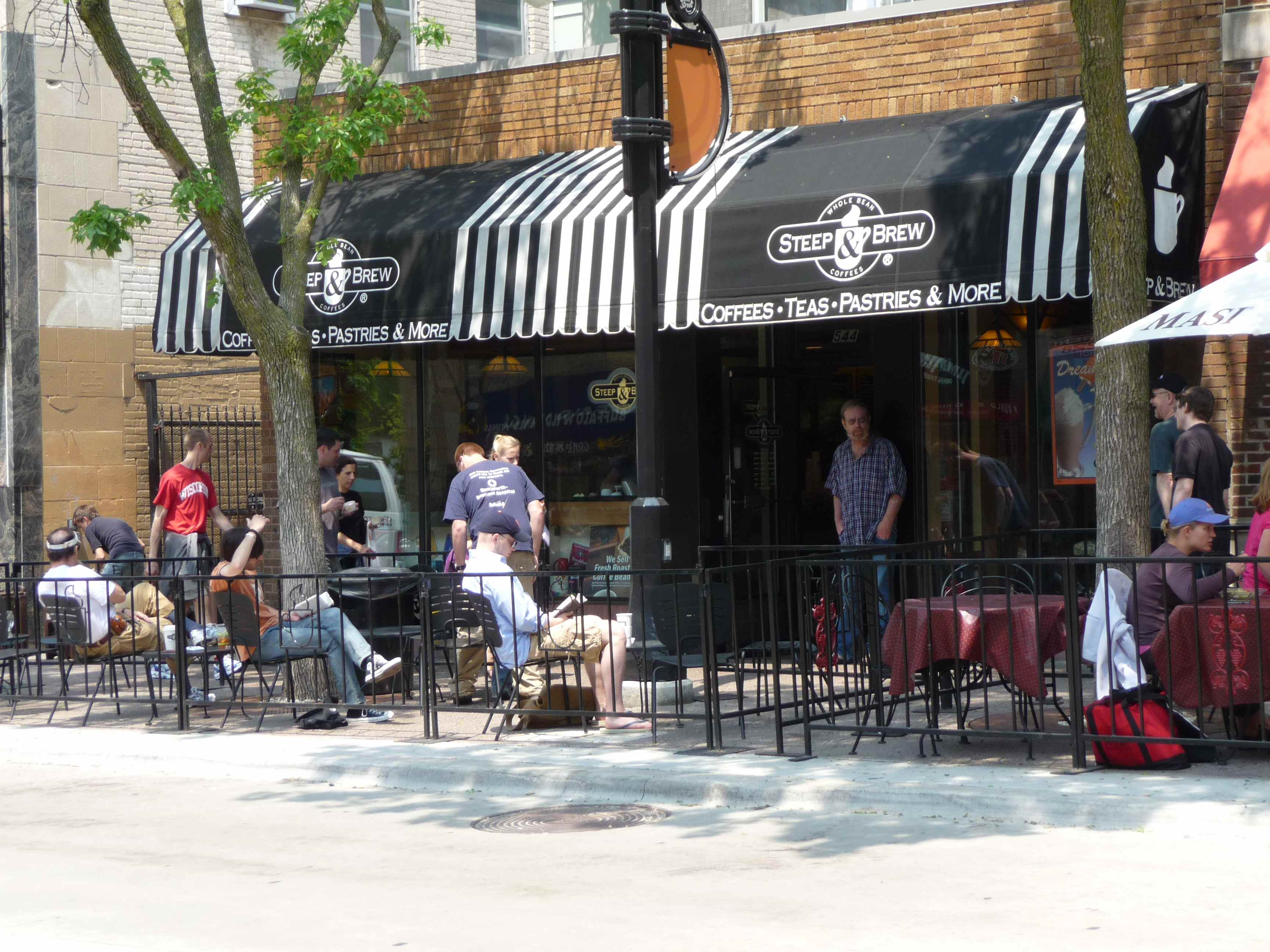 As with most coffee shops on State, Steep & Brew has outdoor seating